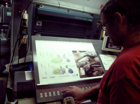 Richard aligns the printing plates. Photos by Ava Sayaka Rosen. © Food:An Atlas